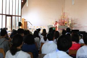 본교회 부활절축하예배 설교중인 담임목사님